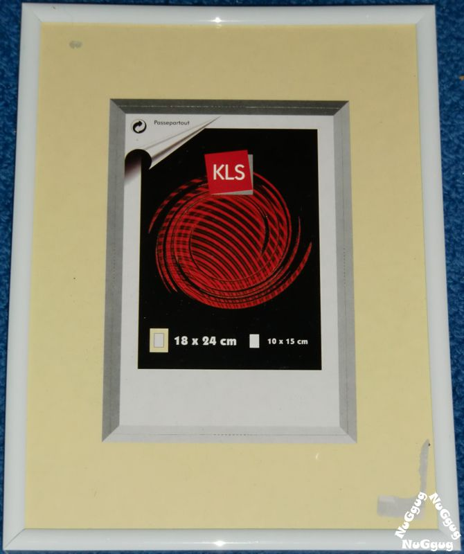 NuGgug - Bilderrahmen Kunststoff. weiß. 18 x 24 cm